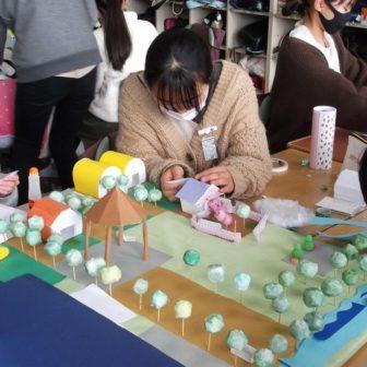 6年生「未来のまちづくり」荒浜の魅力を伝えるための施設や建物を考える児童