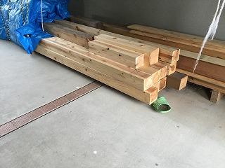 小径木:避難用間仕切りの材料となる小径木