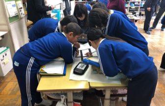 2019年度徳島県阿南市立橘小学校でHUGを用いた授業を行っている時の様子。